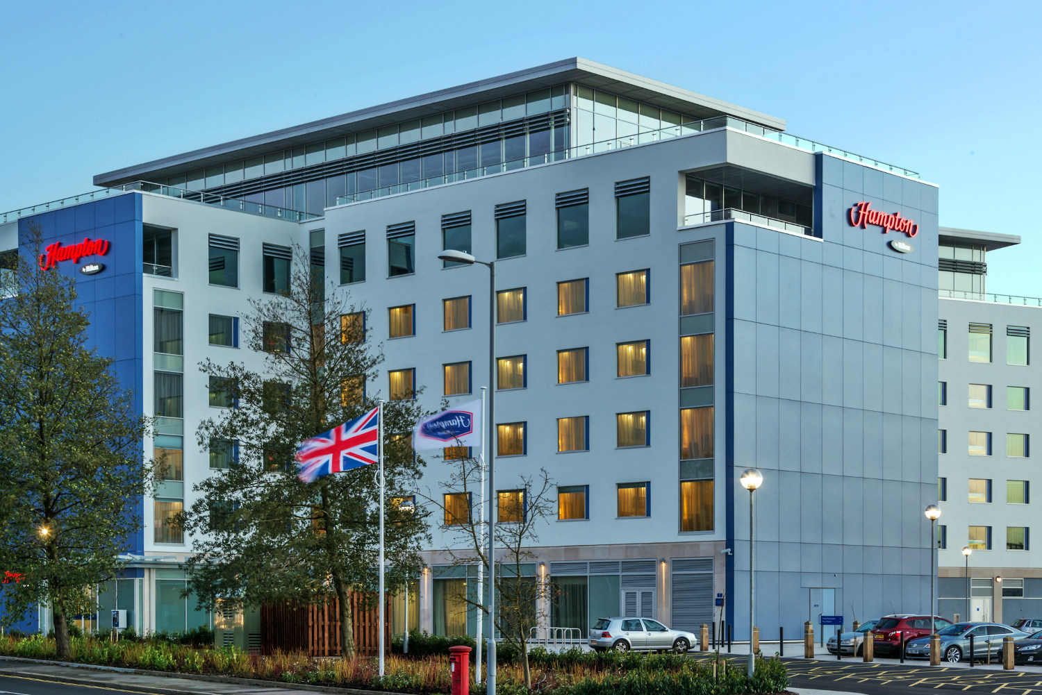 Hampton by Hilton London Luton Airport logo
